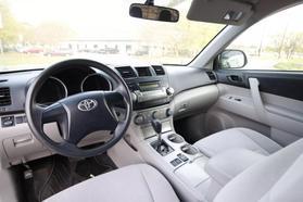 2011 Toyota Highlander Sport Utility 4d  Rnd-028474 - Image 2