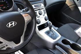 2010 Hyundai Genesis Coupe 2.0t Premium Coupe 2d  Rnd031188 - Image 17