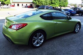 2010 Hyundai Genesis Coupe 2.0t Premium Coupe 2d  Rnd031188 - Image 8