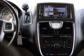 2012 Chrysler Town & Country Touring Minivan 4d  Rnd158285 - Image 20