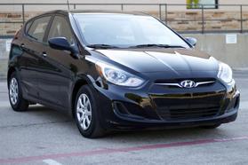 2014 Hyundai Accent Gs Hatchback 4d  Rnd192600 - Image 2