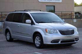 2012 Chrysler Town & Country Touring Minivan 4d  Rnd158285 - Image 2