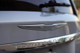 2012 Chrysler Town & Country Touring Minivan 4d  Rnd158285 - Image 12