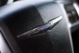 2012 Chrysler Town & Country Touring Minivan 4d  Rnd158285 - Image 25