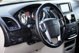 2012 Chrysler Town & Country Touring Minivan 4d  Rnd158285 - Image 16