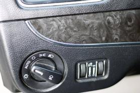 2012 Chrysler Town & Country Touring Minivan 4d  Rnd158285 - Image 27