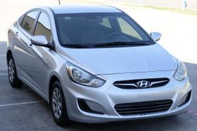 2014 Hyundai Accent Gls Sedan 4d  Rnd721001 - Image 2