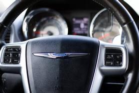 2012 Chrysler Town & Country Touring Minivan 4d  Rnd158285 - Image 22