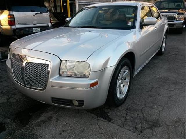 2007 Chrysler 300 Touring Sedan 4DAll records in possession Fully Loaded New tires Non-smoker